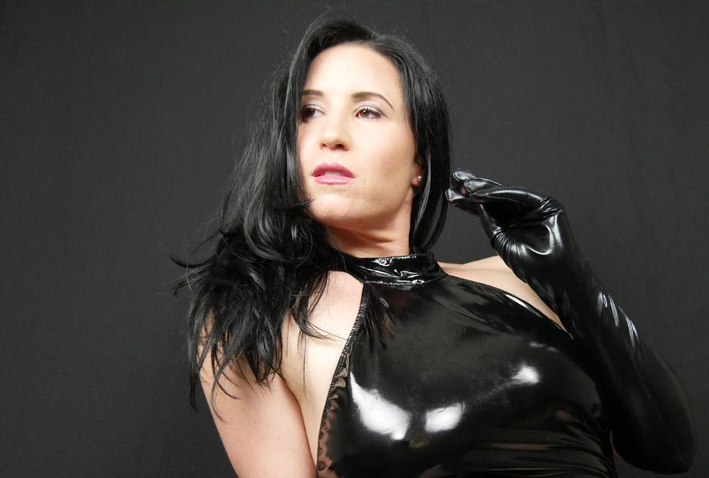 Get to know Mistress Nina